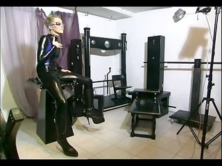girl in latex pleasures her master